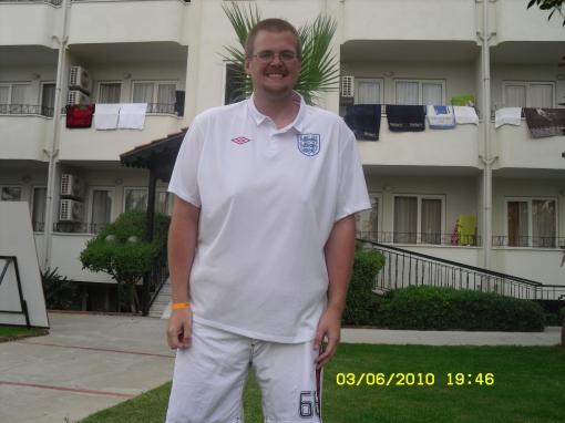Amazing Shrinking 39 Stone Cyclist Gaz Wears England Shirt Umbro