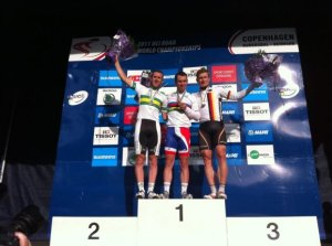 mark cavendish rainbow jersey 2011